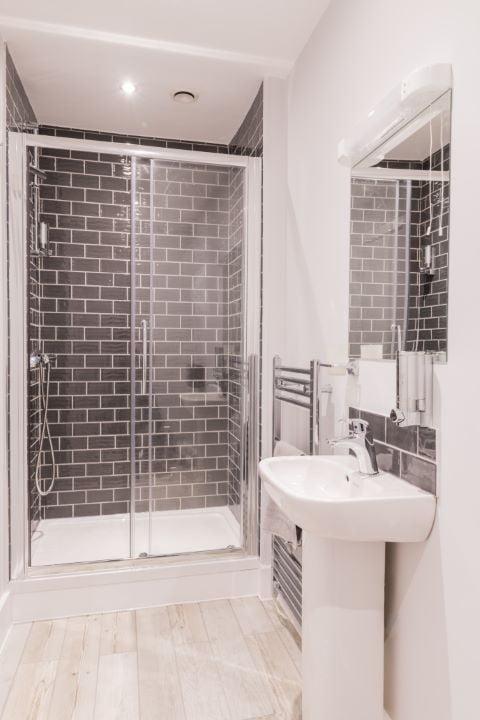 Premium double room bathroom